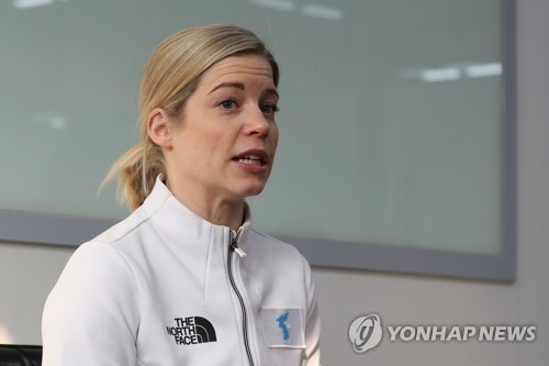 This file photo taken Feb. 23, 2018, shows Sarah Murray, head coach of the joint Korean women's ice hockey team at the PyeongChang Winter Olympics. (Yonhap)