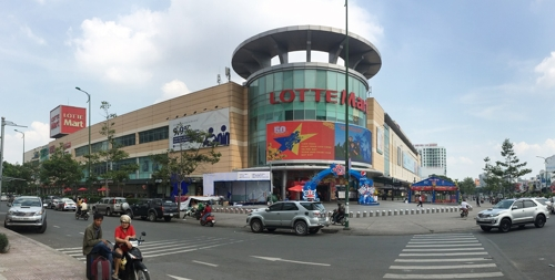 This photo courtesy of Lotte Mart shows a Lotte Mart outlet in Ho Chi Minh City. (Yonhap)