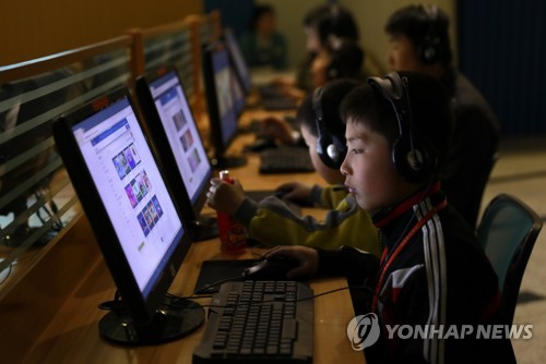 This undated photo released by Europe's news photo agency EPA shows North Korean children using personal computers. (Yonhap)