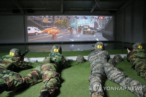 College students assigned to a reserve unit conduct a screen shooting drill at the Kumgok reserve force training site in Gyeonggi Province. (Yonhap)