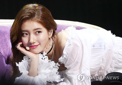 "In this file photo, singer-actress Suzy performs during a press showcase for her second EP, ""Faces of Love,"" in Seoul on Jan. 29, 2018. (Yonhap)"