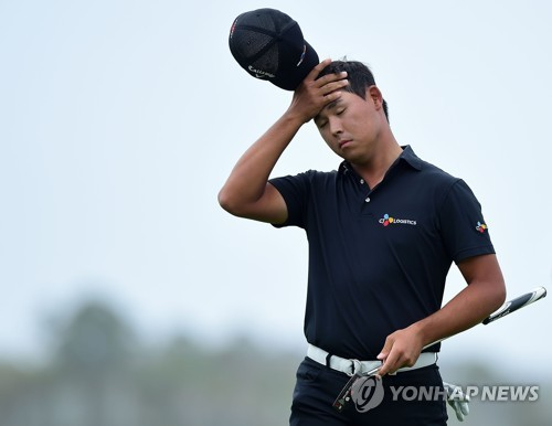 In this Getty Images photo, Kim Si-woo of South Korea reacts to a missed birdie attempt on the 18th green during the final round of the RBC Heritage at Harbour Town Golf Links in Hilton Head, South Carolina, on April 15, 2018. (Yonhap)