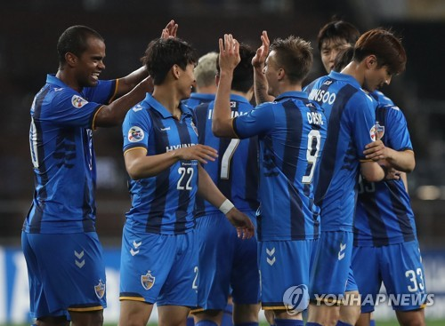 In this file photo taken April 4, 2018, Ulsan Hyundai FC players celebrate after they scored a goal against Melbourne Victory in their Asian Football Confederation (AFC) Champions League Group F match at Munsu Football Stadium in Ulsan. (Yonhap)