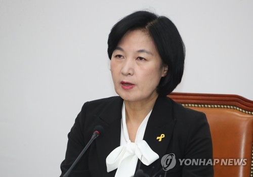 Choo Mi-ae, the leader of the ruling Democratic Party, speaks during a party meeting at the National Assembly in Seoul on April 16, 2018. (Yonhap)