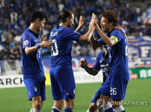 In this file photo taken on April 3, 2018, Suwon Samsung Bluewings players celebrate after they scored a goal against Sydney FC in their AFC Champions League Group H match at Suwon World Cup Stadium in Suwon, Gyeonggi Province. (Yonhap)
