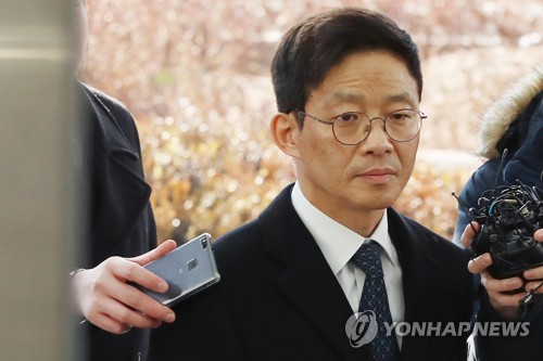 Former senior prosecutor Ahn Tae-geun appears at the Seoul Eastern District Prosecutors' Office on Feb. 26, 2018 to be questioned over sex offense allegations. (Yonhap)
