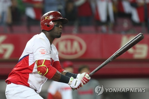 In this file photo from March 28, 2018, Roger Bernadina of the Kia Tigers watches his fly ball against the Samsung Lions during the bottom of the third inning in a Korea Baseball Organization regular season game at Gwangju-Kia Champions Field in Gwangju, 330 kilometers south of Seoul. (Yonhap)