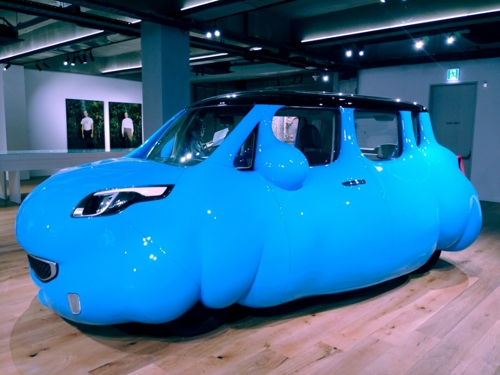 """This photo shows Erwin Wurm's """"Dumpling Car"""" on display at Hyundai Card Storage in Itaewon, central Seoul, on April 18, 2018. (Yonhap)"""