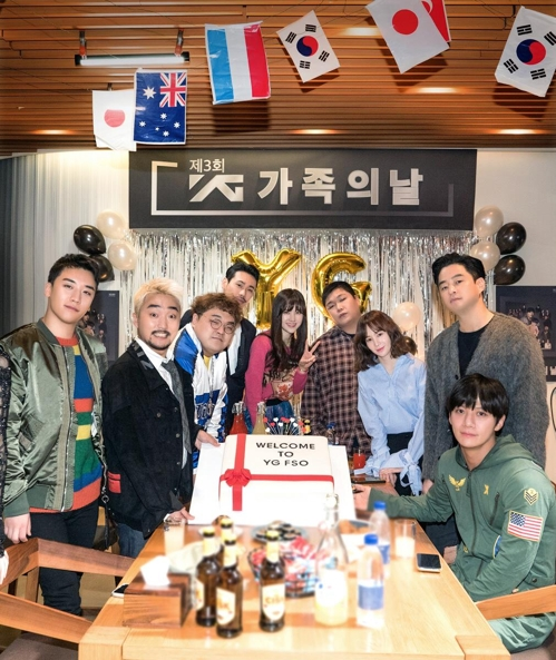 """Cast members of """"YG FSO"""" pose for the camera. (Yonhap)"""