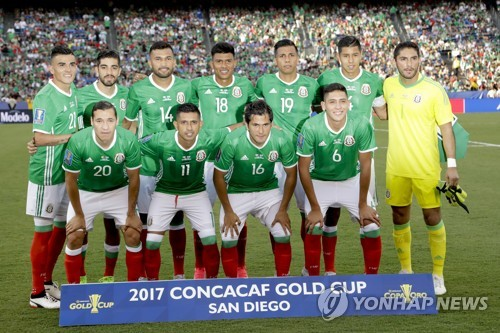 This photo taken by the Associated Press on July 9, 2017, shows the Mexico national football team during the 2018 CONCACAF Gold Cup in the United States. (Yonhap)