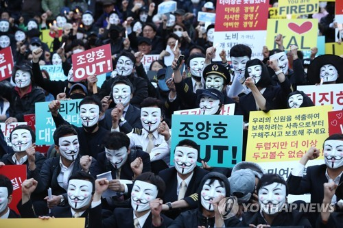 Korean Air Staff in Protest Against 'Nut Rage' Family