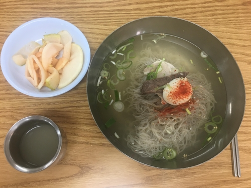 (Yonhap Feature) After summit, simple cold noodles from Pyongyang warm S. Koreans toward North