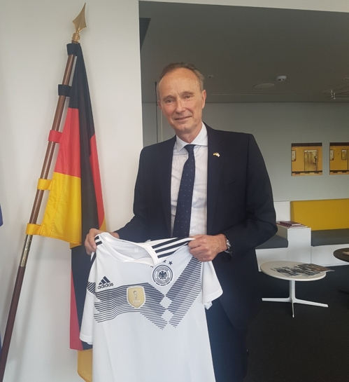 Stephan Auer, German Ambassador to South Korea, holds the German national football team jersey for a photo at the German Embassy in Seoul on May 9, 2018. (Yonhap)
