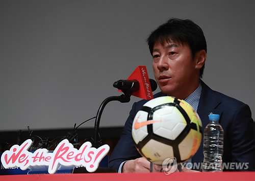 South Korea football coach Shin Tae-yong announces his 28-man preliminary roster for the 2018 FIFA World Cup during a press conference at Seoul City Hall in Seoul on May 14, 2018. (Yonhap)