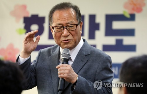Former South Korean unification minister Jeong Se-hyun speaks during a lecture in Seoul on May 14, 2018. (Yonhap)