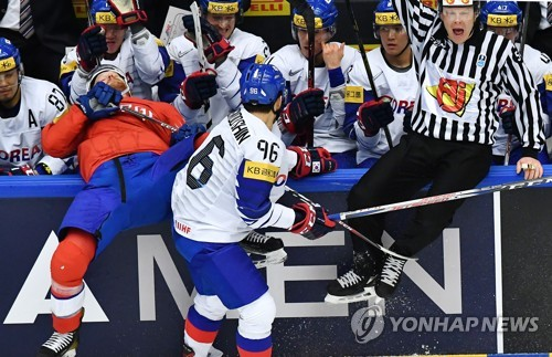 In this Reuters photo, Shin Sang-woo of South Korea (C) pushes Steffen Thoresen of Norway (L) into the South Korean bench during the teams' Group B game at the International Ice Hockey Federation World Championship at Jyske Bank Boxen arena in Herning, Denmark, on May 14, 2018. (Yonhap)