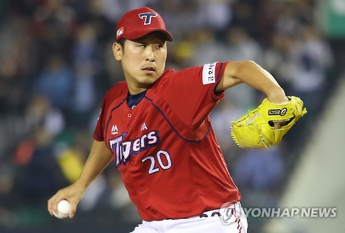 In this file photo from Oct. 11, 2016, Yoon Suk-min of the Kia Tigers throws a pitch against the LG Twins in a Korea Baseball Organization wild-card game at Jamsil Stadium in Seoul. (Yonhap)