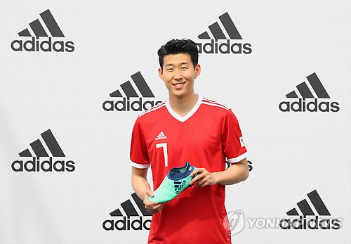 South Korean football player Son Heung-min poses for a photo with an Adidas football boot during his press conference in Seoul on May 15, 2018. (Yonhap)
