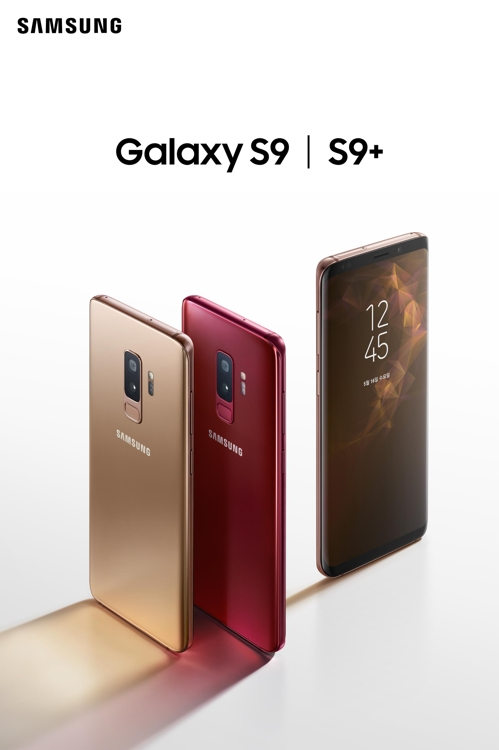 Shown in the picture released by Samsung Electronics Co. on May 16, 2018, are the red and gold editions of the Galaxy S9 smartphone. (Yonhap)