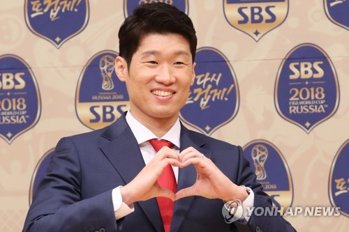 Former South Korean football player Park Ji-sung, who will work as a commentator for local broadcaster SBS during the 2018 FIFA World Cup, poses for a photo at a press conference in Seoul on May 16, 2018. (Yonhap)