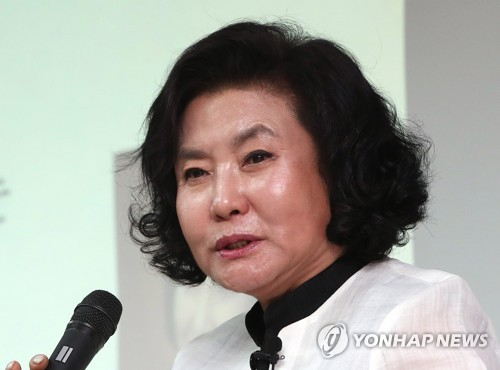 This file photo shows hanbok designer Lee Young-hee. (Yonhap)