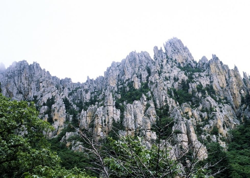 This photo provided by Hyundai Group shows the majestic peaks of Mount Kumgang, a scenic mountain resort on the North's east coast. (Yonhap)