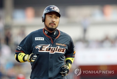 In this file photo from June 16, 2017, Kim Kyeong-eon of the Hanwha Eagles rounds the bases after a three-run home run against the KT Wiz in a Korea Baseball Organization regular season game at KT Wiz Park in Suwon, 45 kilometers south of Seoul. Kim will join an all-Korean team in the Australian Baseball League starting in the 2018-2019 season, local sports marketing firm Happy Rising said on May 18, 2018. (Yonhap)