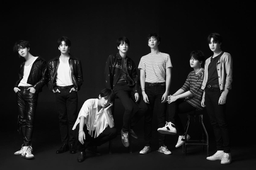 (LEAD) BTS scoops up second Billboard Music Award for Top Social Artist