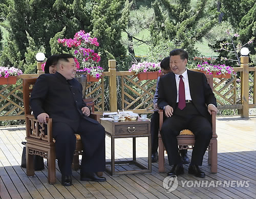This AP-Xinhua file photo shows North Korean leader Kim Jong-un (L) meeting with Chinese President Xi Jinping in Dalian, northeast China, on May 8, 2018. (Yonhap)