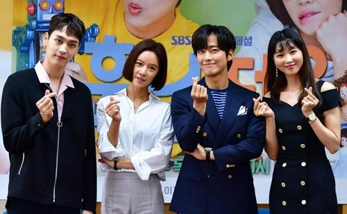 "The cast members of SBS' ""The Undatables"" pose for photos during a media event at the network's drama production center in Ilsan, Gyeonggi Province, on June 7, 2018. (Yonhap)"