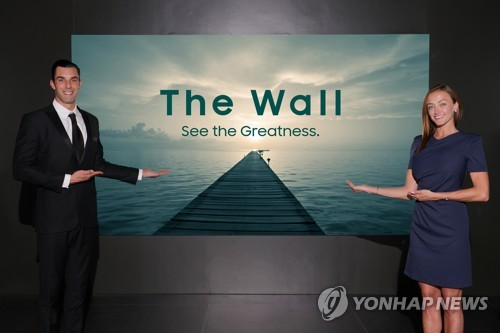 The Wall Professional is featured in this photo from Samsung Electronics (Yonhap)