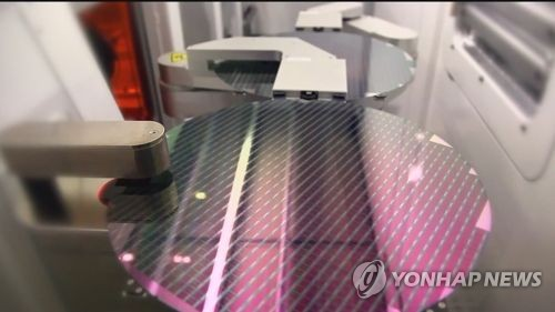 Wafers used in the making of semiconductor chips are seen at a plant in South Korea in this undated file photo. (Yonhap)