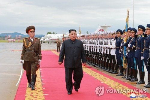 This photo, taken from the North's Rodong Sinmun daily newspaper on June 11, 2018, shows North Korean leader Kim Jong-un inspecting an honor guard in Pyongyang before leaving for Singapore the previous day. Kim will hold a historic summit with U.S. President Donald Trump in the city-state on June 12. (For Use Only in the Republic of Korea. No Redistribution) (Yonhap)