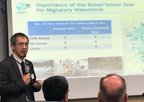 Lew Young, chief executive of the East Asian-Australasian Flyway Partnership, a regional platform that aims to conserve migratory waterbirds, speaks during a press conference in Incheon, west of Seoul, on June 11, 2018. (Yonhap)