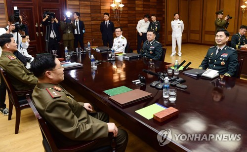 This photo provided by Seoul's defense ministry shows South Korea's top delegate Major General Kim Do-gyun (R) speaking with his North Korean counterpart Lieutenant General An Ik-san before starting their first general-level talks in more than 10 years at the truce village of Panmunjom on June 14, 2018. (Yonhap)