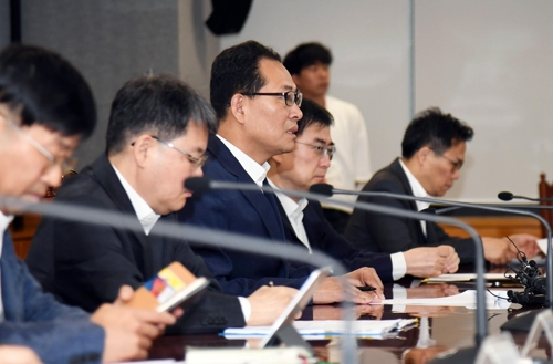 Deputy Finance Minister Ko Hyung-kwon (3rd from L) speaks during a meeting with officials from the Bank of Korea and the Financial Services Commission in Seoul, on June 14, 2018. (Yonhap)