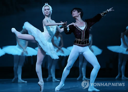 This photo shows ballerino Kim Ki-min, a principle dancer at the world-leading Russian company, Mariinsky Ballet. (Yonhap)