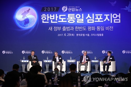 This photo, taken on June 29, 2017, shows experts discussing peace on the Korean Peninsula during a forum hosted by Yonhap News Agency and the unification ministry in Seoul. (Yonhap)