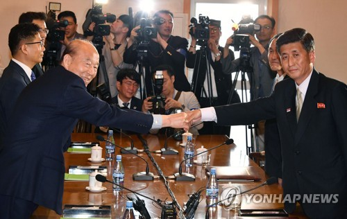 (2nd LD) Koreas holding Red Cross talks to discuss family reunion, humanitarian issues