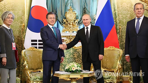 (LEAD) Moon, Putin vow efforts to launch FTA talks, boost cooperation