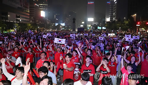 (World Cup) S. Korea's match pushes up sales at convenience stores