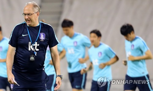 This file photo taken on June 11, 2017, shows then South Korea national football team head coach Uli Stielike during training in Doha, Qatar, ahead of a 2018 FIFA World Cup Asian qualifying match against Qatar. (Yonhap)