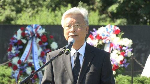 South Korean Ambassador to the United States Cho Yoon-je delivers opening remarks at a ceremony marking the 68th anniversary of the outbreak of the Korean War at the Korean War Veterans Memorial in Washington on June 25, 2018. (Yonhap)