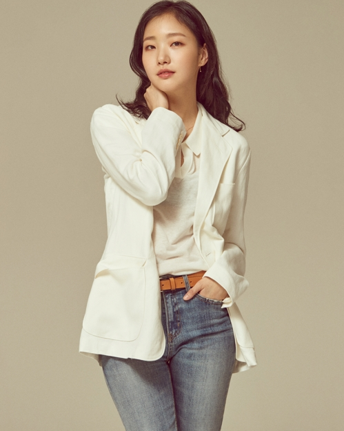 (Yonhap Interview) Actress Kim Go-eun likes her looks in 'Sunset in My Hometown'