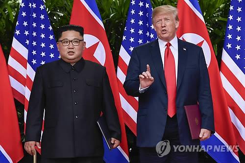 This AP photo shows U.S. President Donald Trump (R) and North Korean leader Kim Jong-un meeting in Singapore on June 12, 2018. (Yonhap)