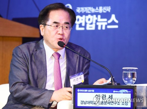 Lee Kwan-se, director of the Institute for Far Eastern Studies at Kyungnam University, speaks at a Yonhap News Agency forum on Korea peace in Seoul on June 29, 2018. (Yonhap)