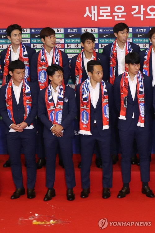 In this file photo taken June 29, 2018, South Korea's national football team players react after eggs were thrown during a ceremony at Incheon International Airport, west of Seoul. (Yonhap)