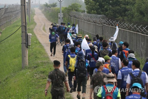 This photo, taken June 25, 2018, shows a group of South Korean lawmakers, civic activists and students embarking on a 12-day hiking trip along the military demarcation line from Paju, a county just south of the inter-Korean border, to call for a peaceful unification of the divided Koreas. (Yonhap)