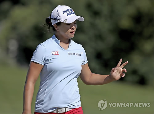 This photo taken by the Associated Press shows Kim Sei-young after making a birdie during the Thornberry Creek LPGA Classic golf tournament on July 8, 2018, in Oneida, Wisconsin, in the United States. (Yonhap)