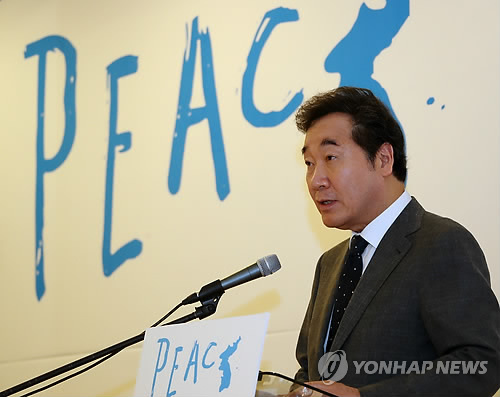 Prime Minister Lee Nak-yon speaks during a peace forum in Seoul on July 13. (Yonhap)